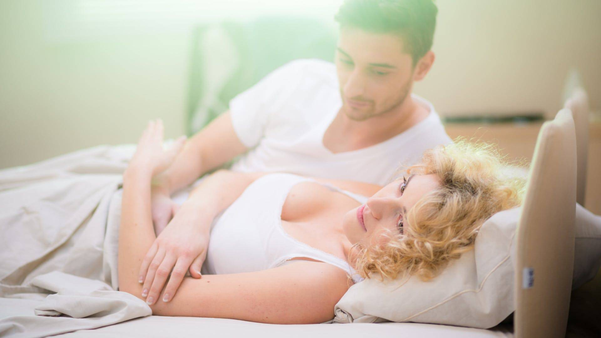 Можно ли при беременности спать с мужем? | новая аптека