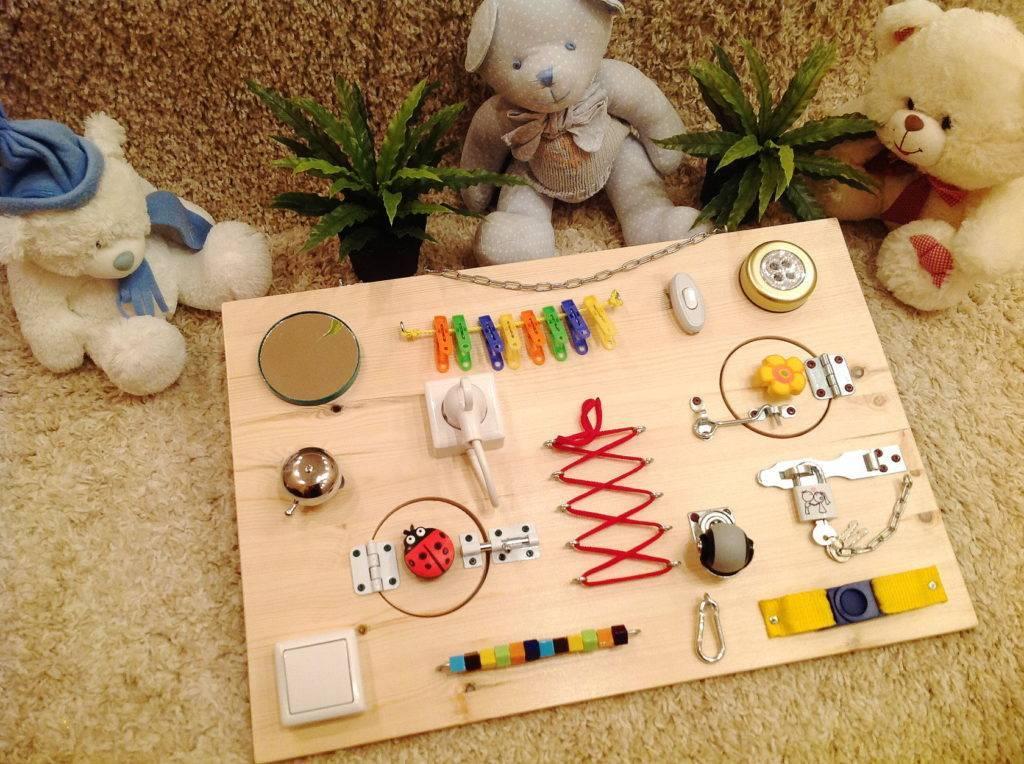 Бизиборд своими руками - развивающая доска с замочками и кнопочками (фото, мастер-класс)