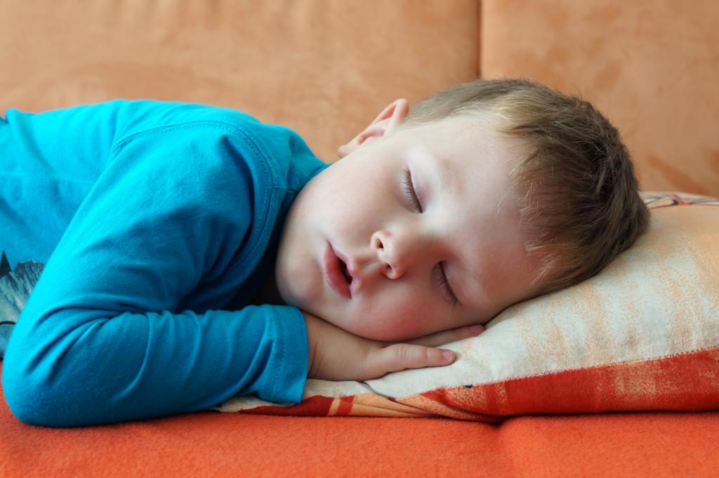 Ребенок очень быстро дышит во сне. почему младенец часто дышит во сне