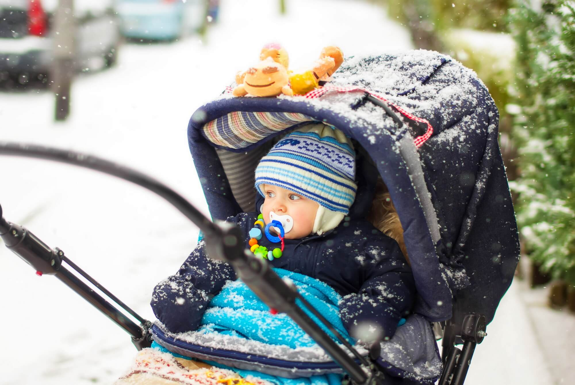 С какого возраста можно гулять с новорожденным? | wmj.ru