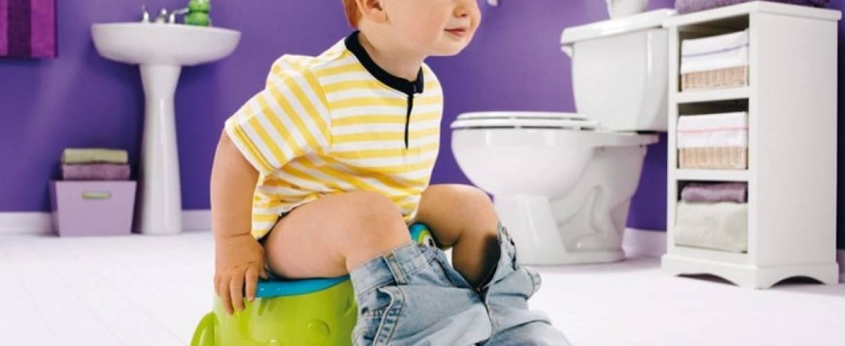 Ребенок боится какать в садике или после запора: как быть?