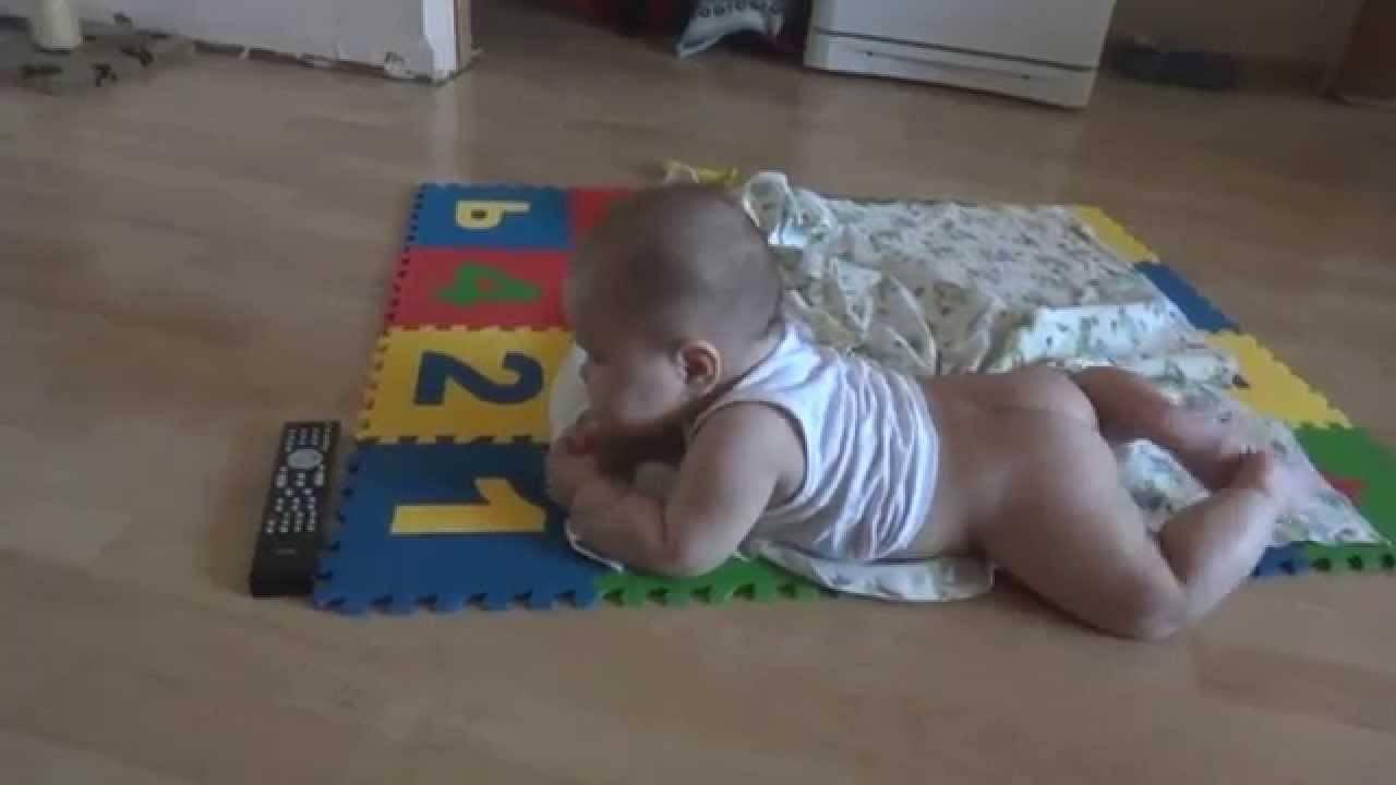 Ребенок не сидит в 7 месяцев — что делать