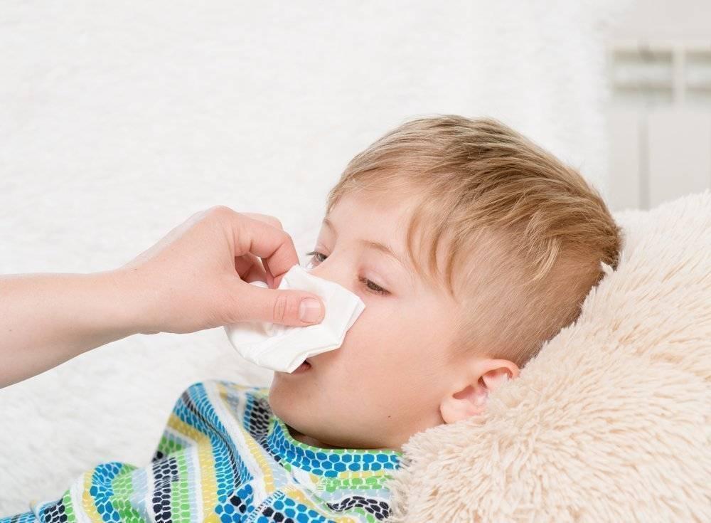 Кашель и насморк у ребенка — что делать, как ему помочь в домашних условиях и не навредить, когда пора обращаться к врачу