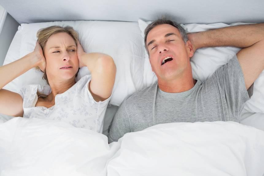 Ребенок сильно храпит во сне ночью: причины, что делать