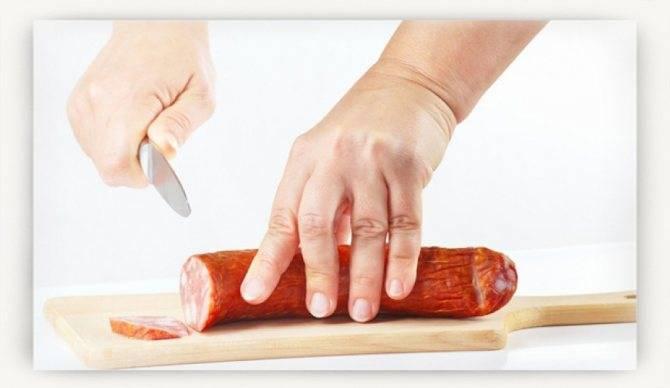 Сосиски и варёная колбаса при грудном вскармливании: можно ли есть кормящим мамам, особенности употребления