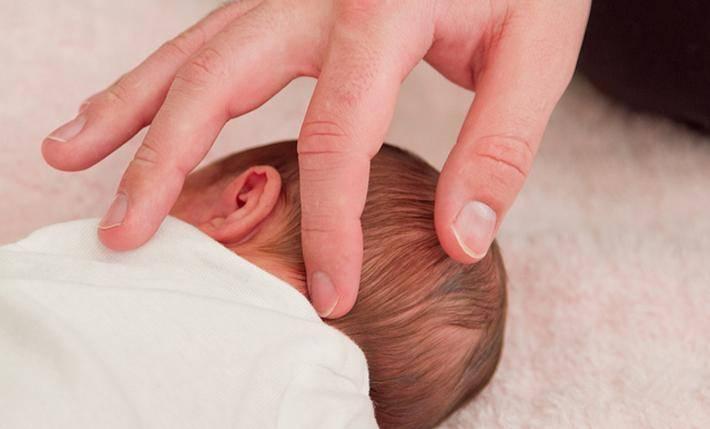 Когда зарастает родничок у новорожденных и как не пропустить признаки опасных заболеваний?