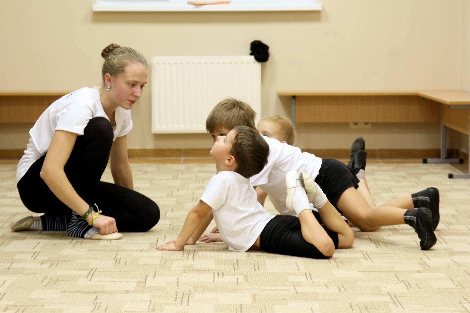 Куда можно отдать ребенка в 4 года: советы родителям