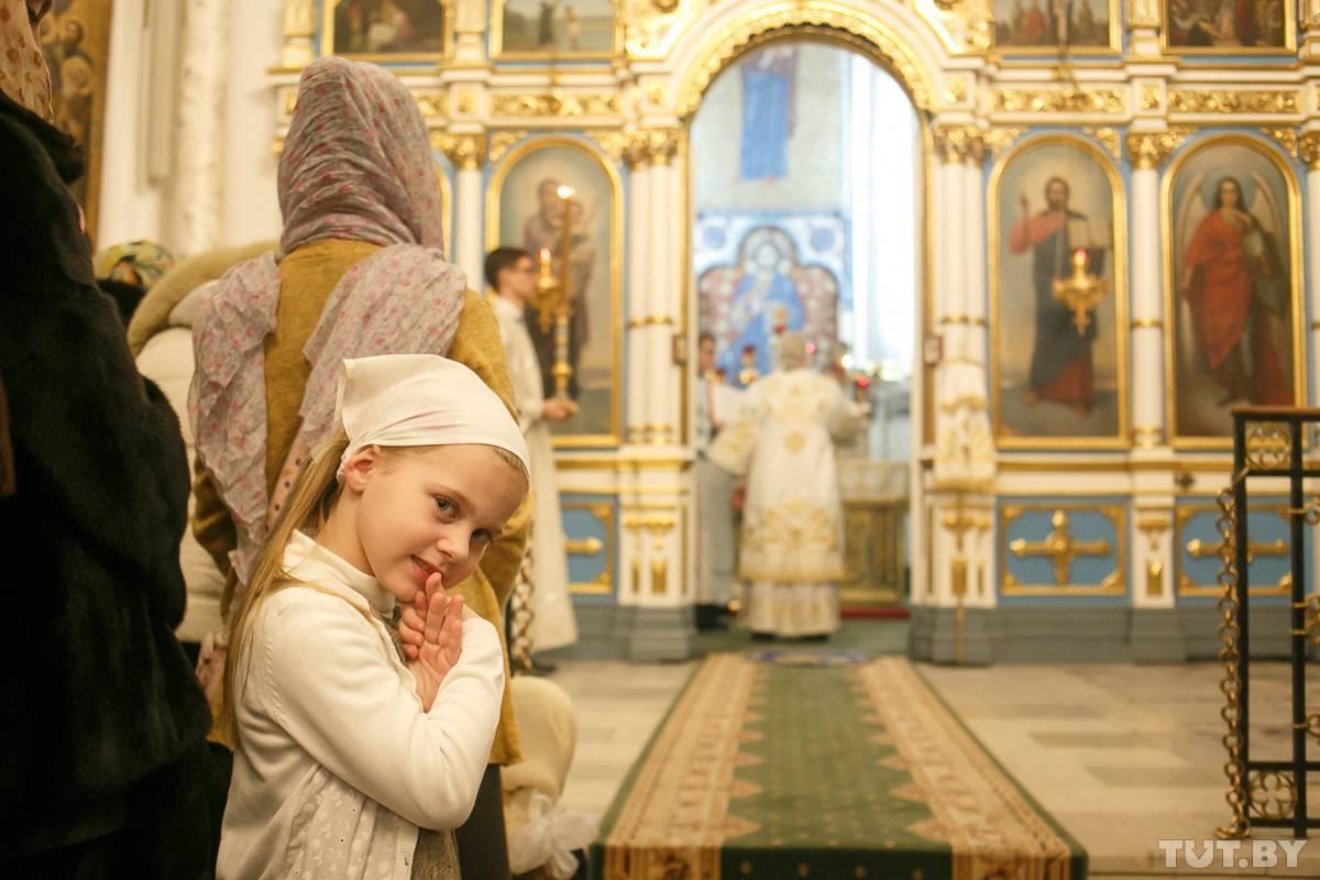 Можно ли женщине посещать церковь во время месячных — разбираемся во всех нюансах