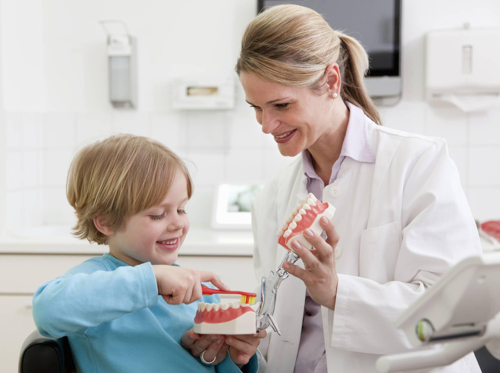 Как научить ребенка 2 лет чистить зубы проверено.