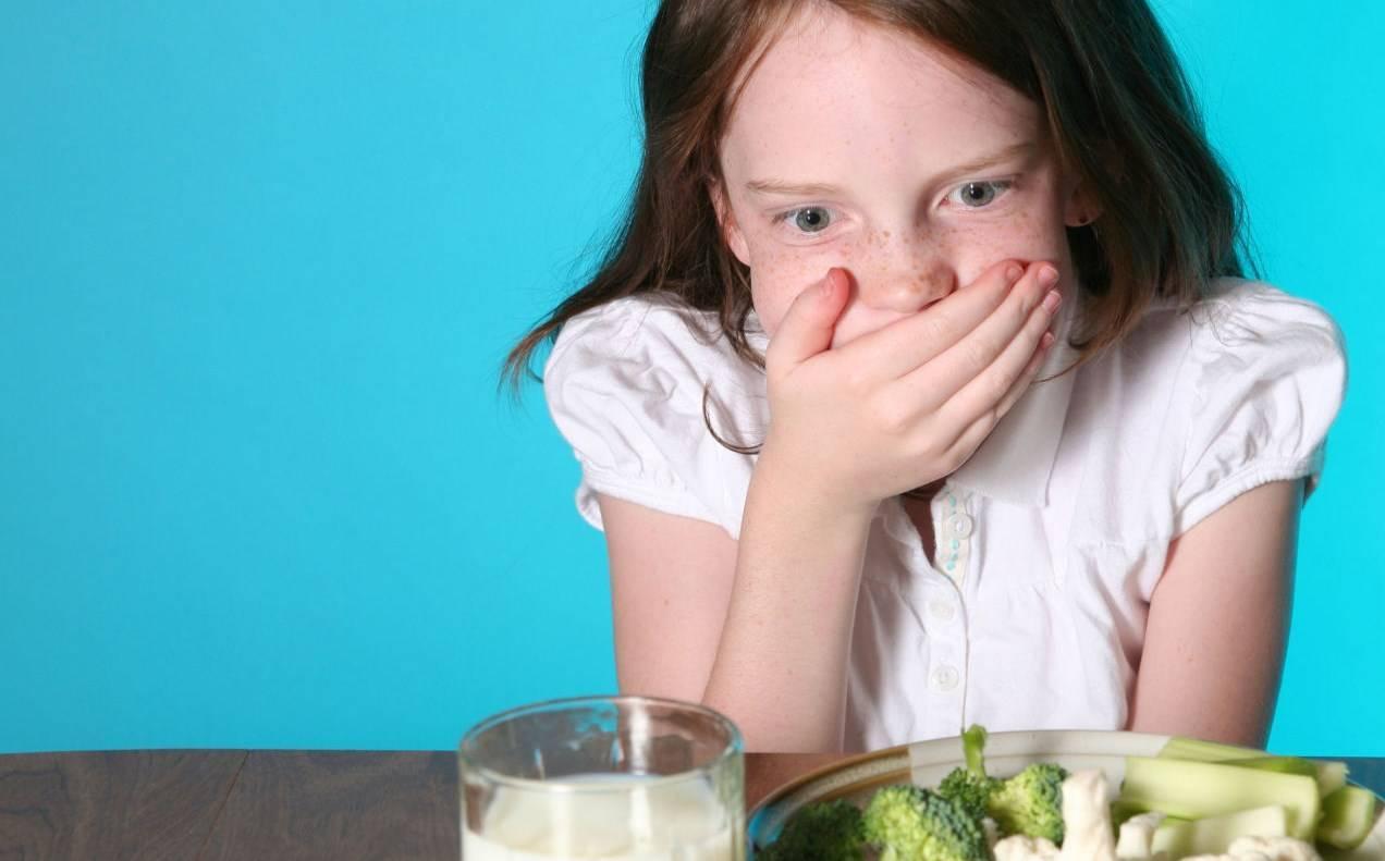 Когда ребёнка тошнит и рвет: причины и лечение