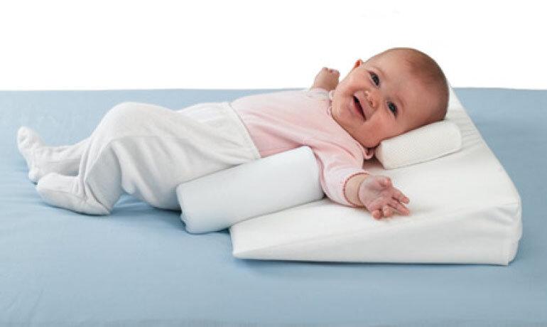С какого возраста ребенку можно спать на подушке? когда начинать подкладывать подушку детям: новорожденному, грудничку