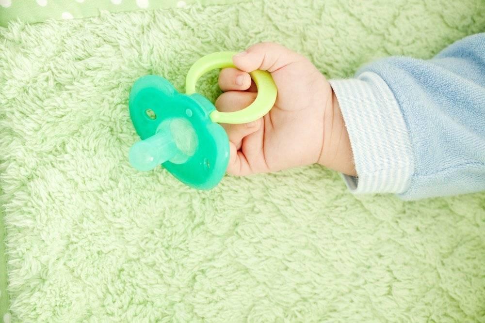 Детская соска-пустышка и здоровье новорождённого ребёнка: приучить нельзя отучить?