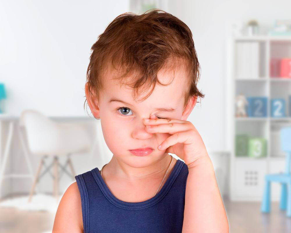 Ребенок часто моргает глазами - причины, лечение