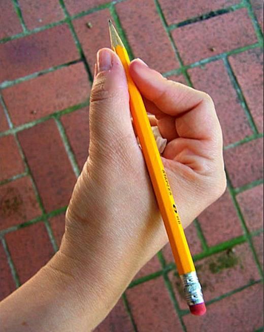 Как научить трехлетнего ребенка правильно держать карандаш