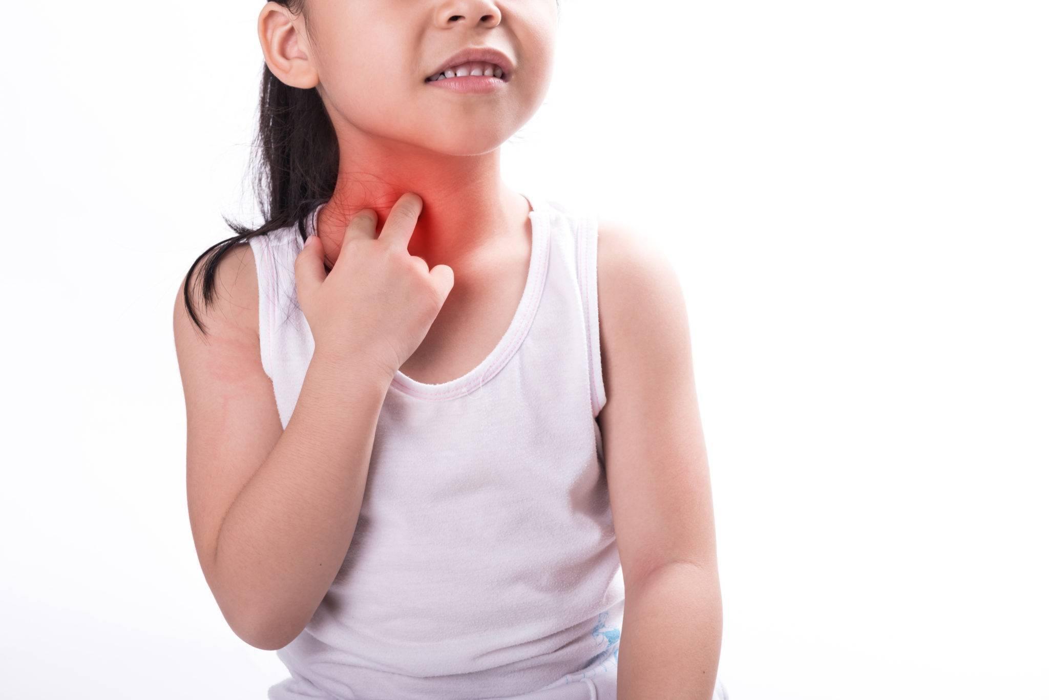 Сыпь на теле ребенка и красные уши