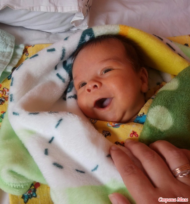 Когда ребенок начинает улыбаться, во сколько ребенок начинает улыбаться маме в ответ осознанно