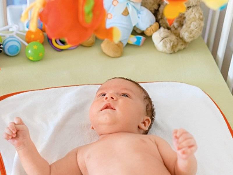 Развитие ребенка в 1 месяц. что умеет младенец в конце первого месяца жизни, и что должен уметь?
