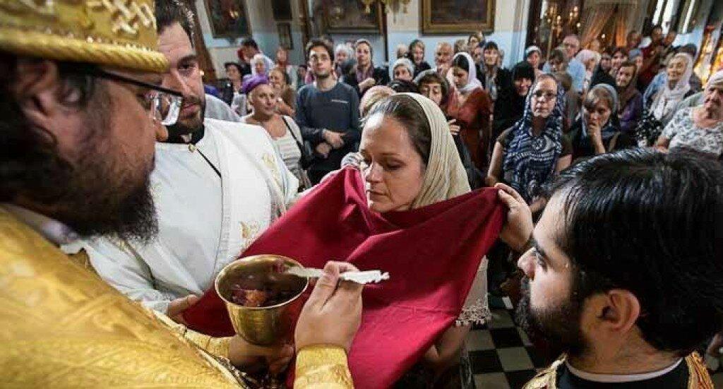 Можно ли ходить в церковь во время месячных: ответ священника