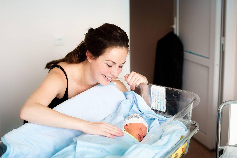 Что можно есть кормящей маме в первые дни после родов?