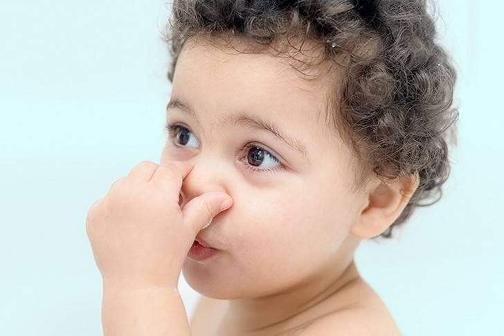 Когда появляется запах мочи у грудничка. моча грудничка: какой нормальный цвет и запах у мочи новорожденного