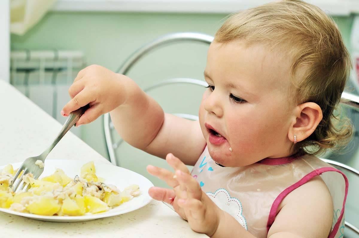 Что делать, если ребёнок плохо ест прикорм? 4 важных совета от психолога