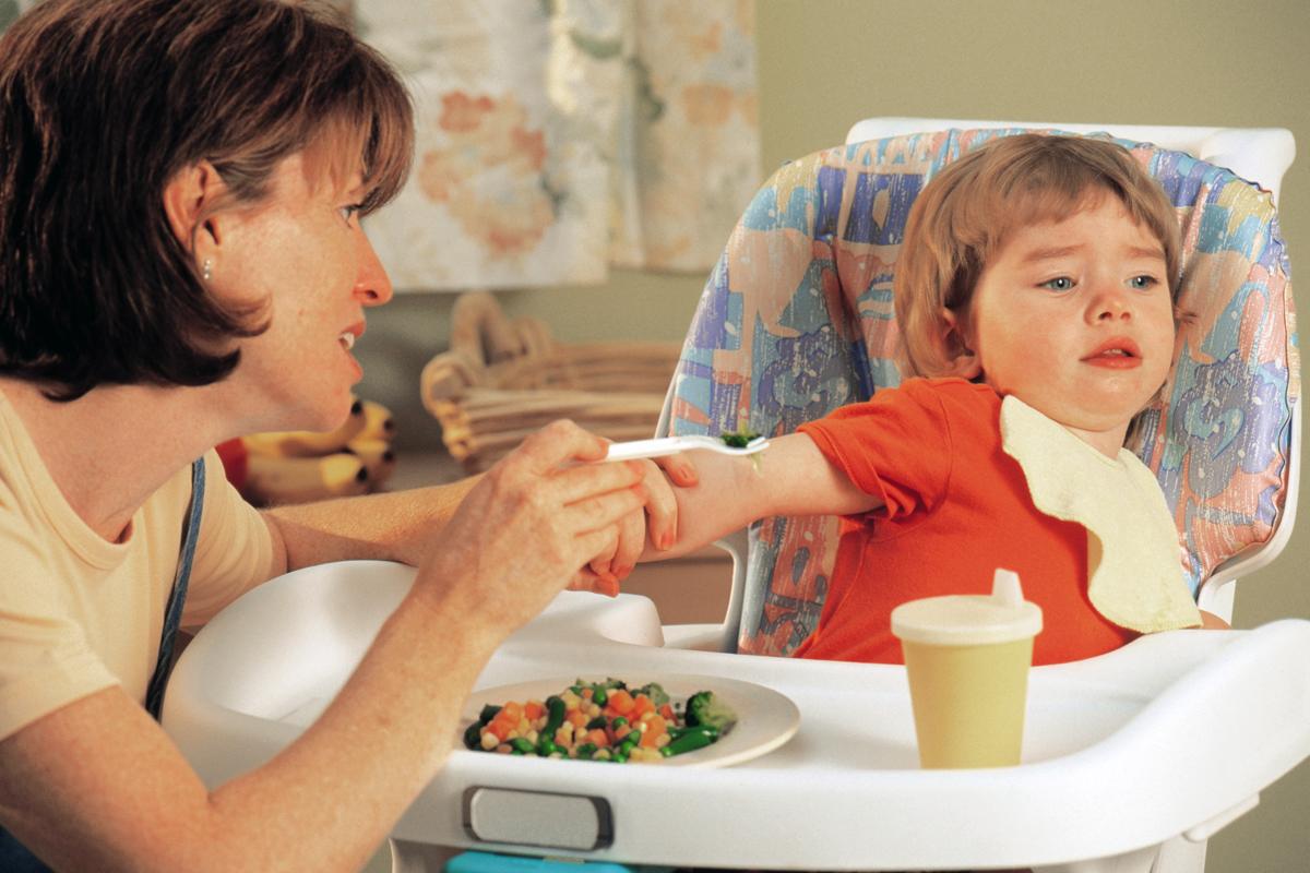 Ребенок плохо кушает, что делать и как поднять аппетит