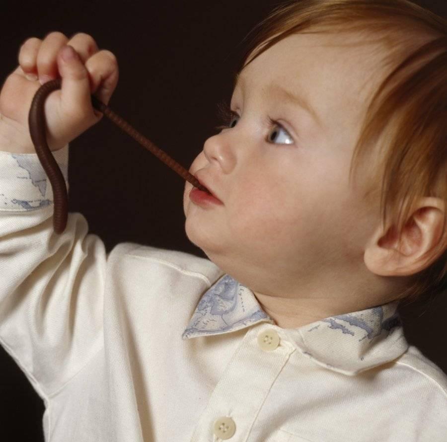Ребенок засунул в нос бусину или другое инородное тело: что делать и какие симптомы, как достать предмет