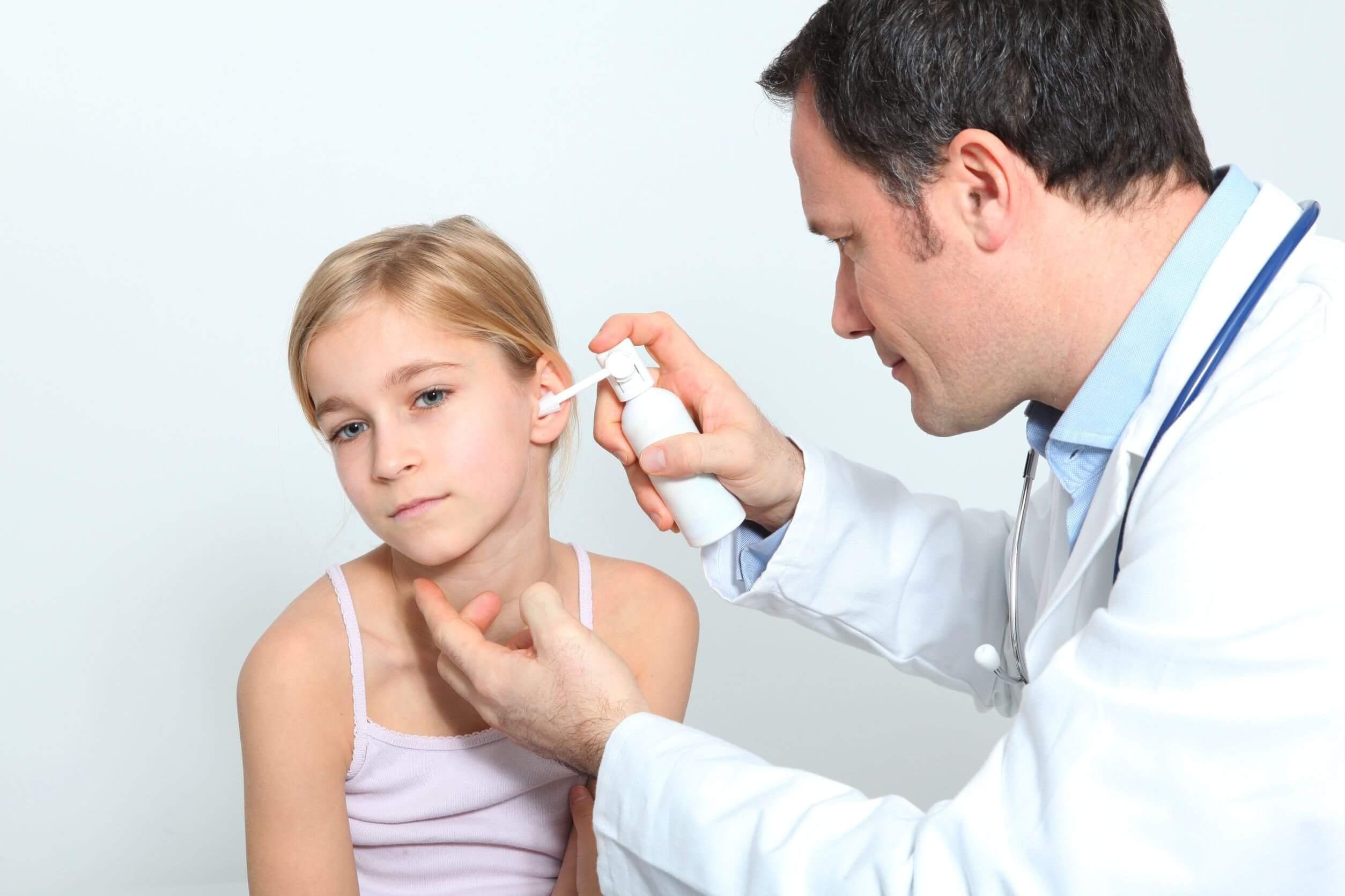 Первая помощь при боли в ухе у ребёнка