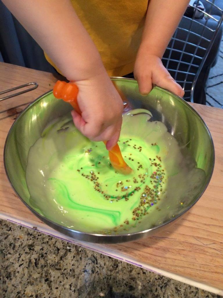 Как сделать лизуна в домашних условиях своими руками: как можно приготовить для детей, что из ингредиентов нужно в составе, а также рецепты смешивания крутых слаймов