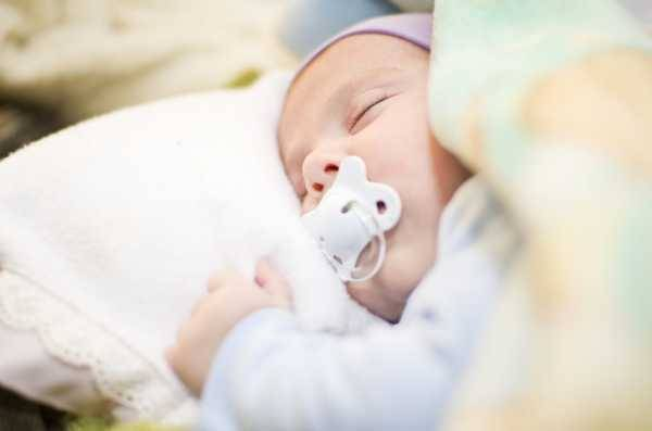 Как уложить ребенка спать по комаровскому?