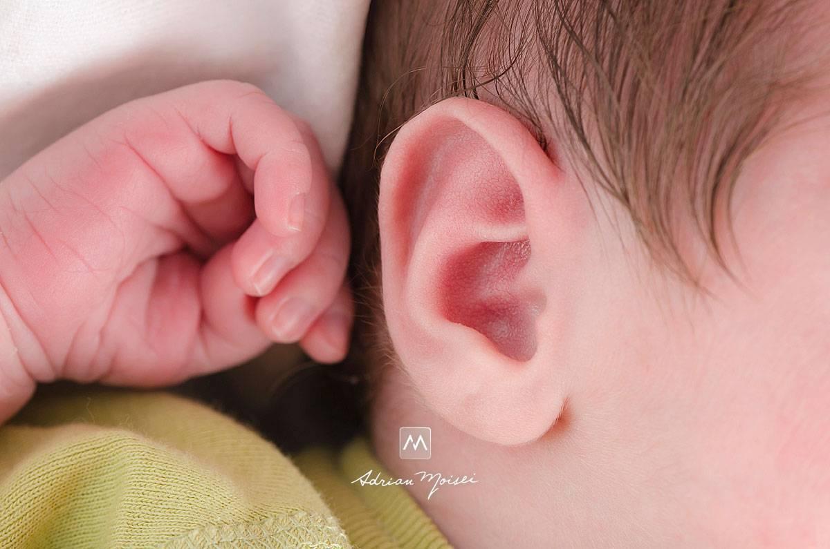 Опухло ухо внутри и болит у ребенка