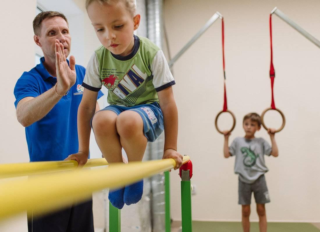 Куда отдать мальчика и девочку в 3-4 года: обзор спортивных секций и развивающих кружков для детей - врач 24/7