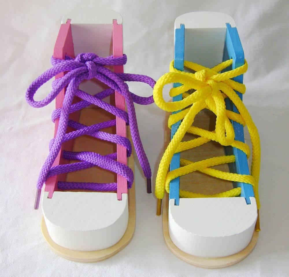 Как быстро и просто научить ребенка завязывать шнурки: нехитрые правила обучения