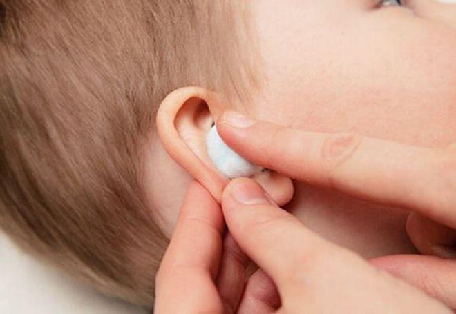 Постановка согревающего компресса ребенку на ухо