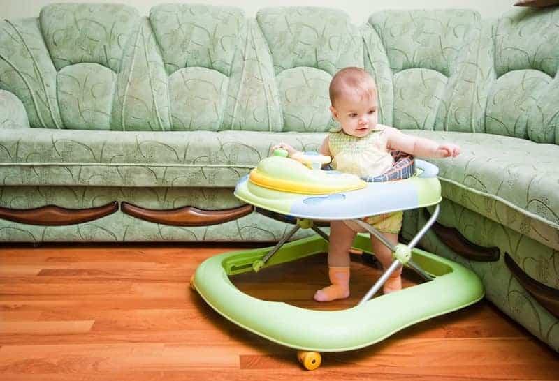 С какого возраста использовать ходунки: важно знать