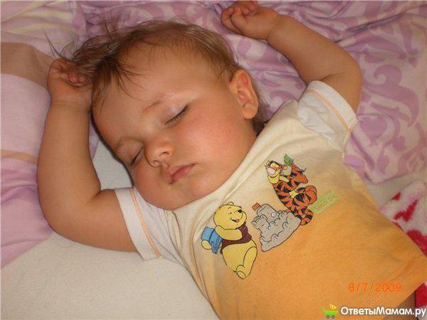 Ребенок сильно потеет во сне: причины и последствия   во сне