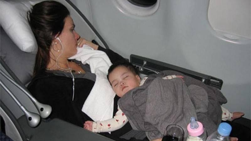 Ребенок до года в самолете. перелет с ребенком 8-9 месяцев