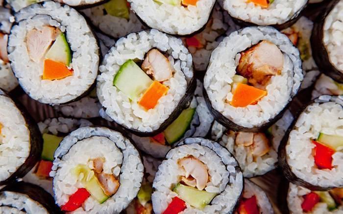 Японские деликатесы при грудном вскармливании. можно ли мамам есть суши и роллы?