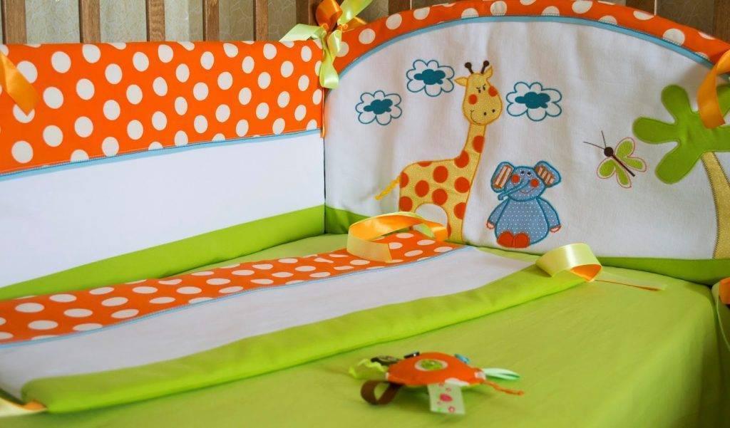 Как сшить своими руками бортики-подушки для кроватки новорожденного: размеры, выбор тканей и наполнителей, подготовка инструментов и выкройки
