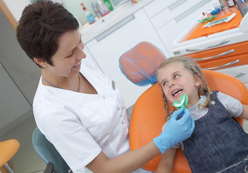 Для чего и как проводится фторирование зубов у детей