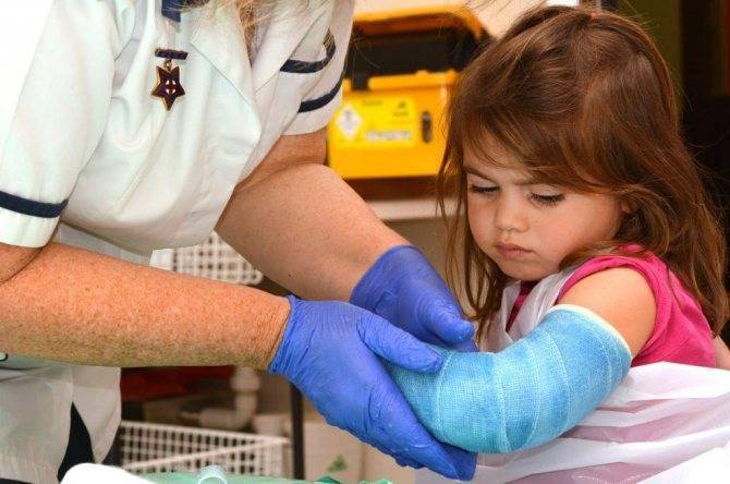 Что делать, если ребенок сломал руку