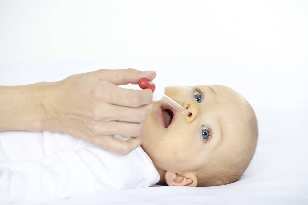 Насморк у грудничка: возможные причины явления, способы лечения