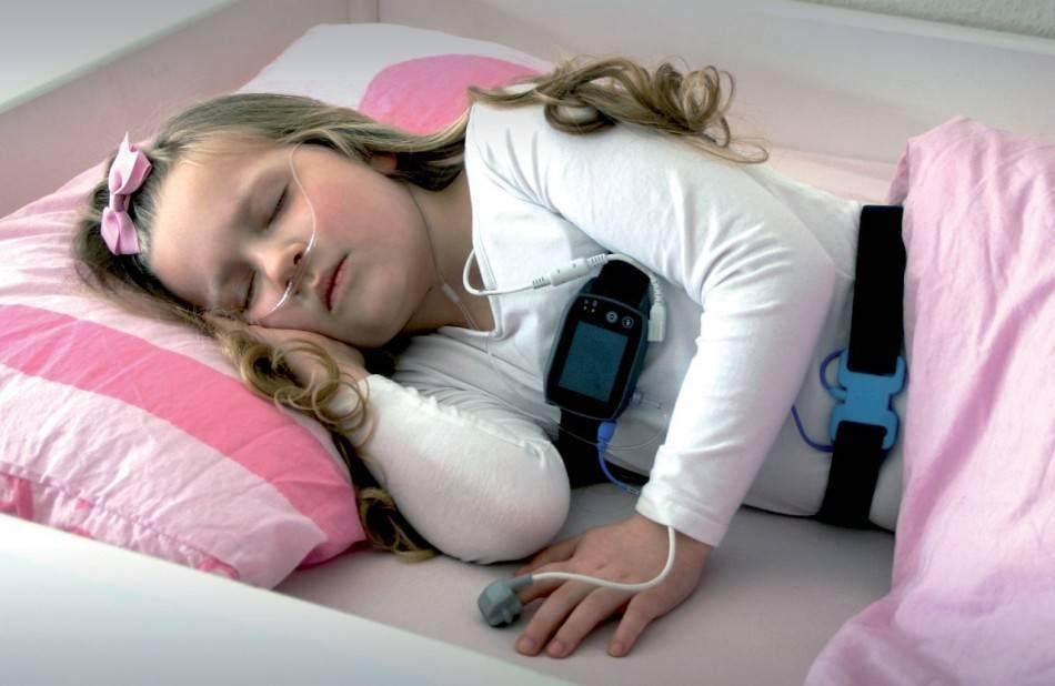 Годовалый ребенок сопит во сне. почему ребенок храпит во сне хотя соплей нет