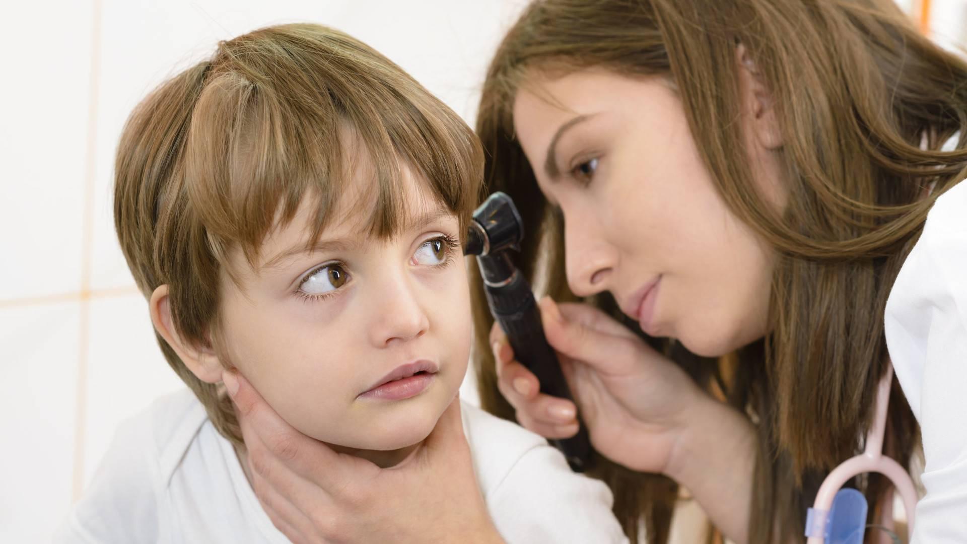 У ребёнка болит ухо - что делать в домашних условиях pulmono.ru у ребёнка болит ухо - что делать в домашних условиях