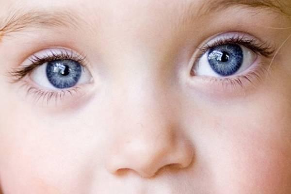 У новорожденного серые глаза какими они будут. когда меняется цвет глаз у новорожденных