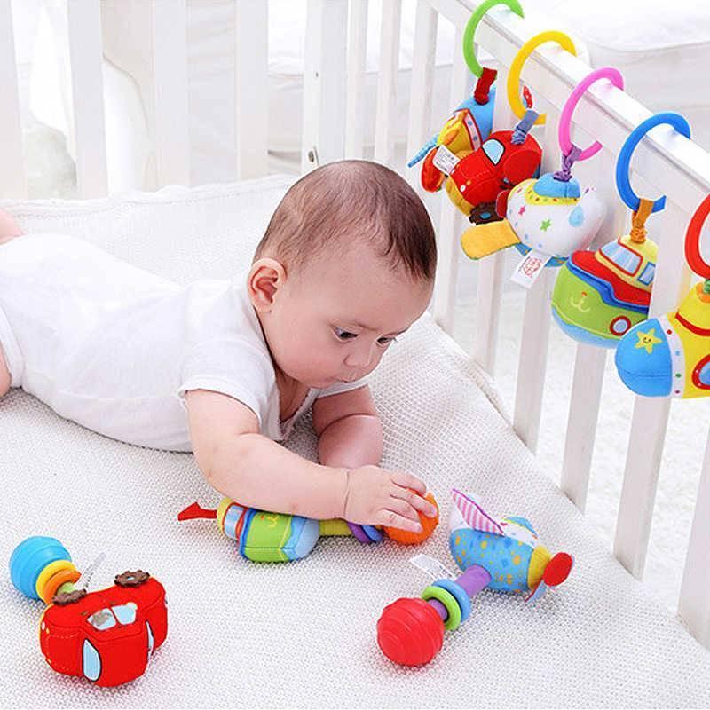 Во сколько месяцев грудничок должен тянутся и хватать игрушку: как можно научить