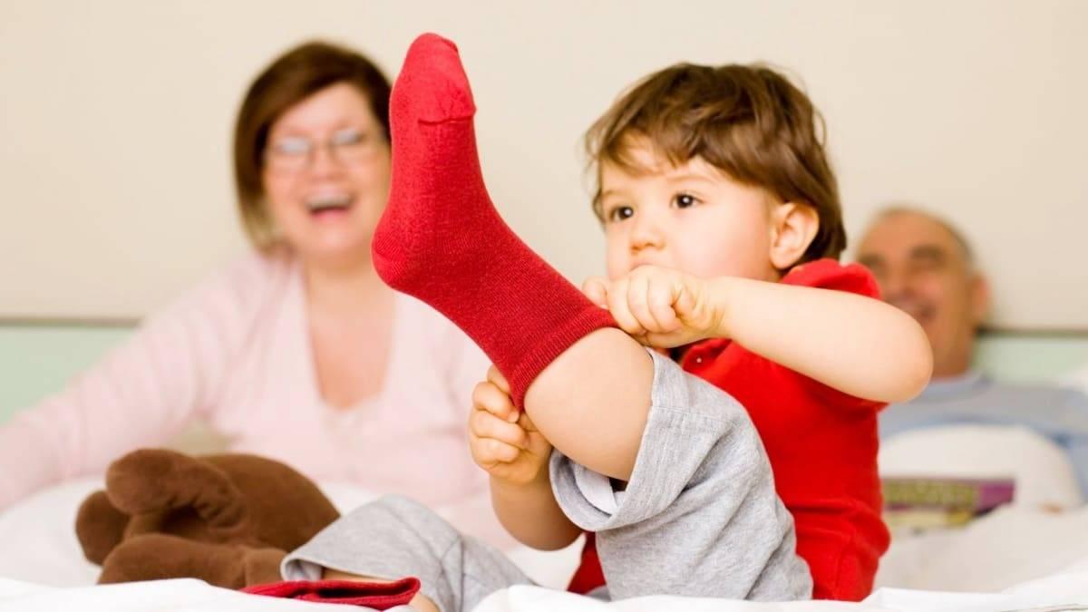 Как научить ребенка одеваться самостоятельно в 2-3 года?