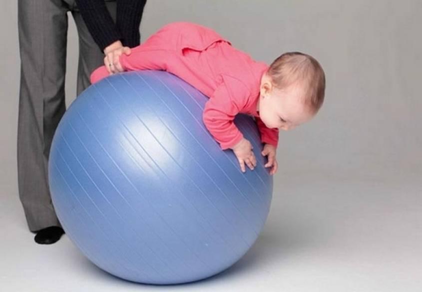 Фитбол для грудничков: как выполнять упражнения