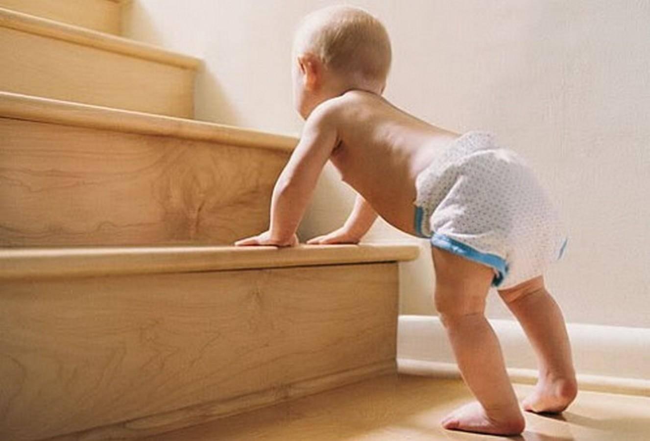 Как научить ребенка ходить − когда малышу следует пересилить свой страх?