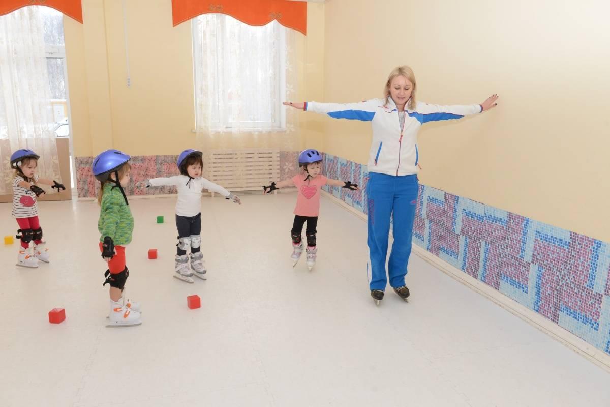 Обучение детей катанию на роликах